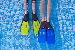 Bambini e concetto di sport della famiglia, piscina Fotografia Stock