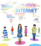 Bambini e parole di tema della rete sociale immagine stock libera da diritti