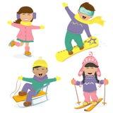 Bambini e sport invernali divertenti Immagini Stock