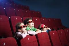 Bambini emozionanti che guardano fumetto Immagine Stock Libera da Diritti