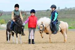 Bambini equestri Immagini Stock Libere da Diritti