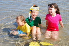 Bambini felici in acqua Fotografie Stock