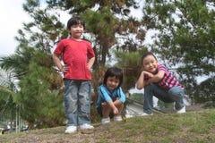 Bambini felici alla sosta Fotografie Stock Libere da Diritti