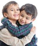 Bambini felici con i vestiti alla moda fotografia stock