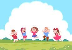 Bambini felici del fumetto Bambini di gioco prescolari sul fondo della natura di estate con le nuvole Gruppo di vettore di bambin royalty illustrazione gratis