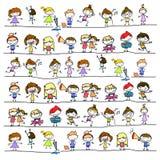 Bambini felici dell'estratto del fumetto del disegno della mano royalty illustrazione gratis