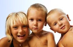 Bambini felici esterni Immagini Stock Libere da Diritti