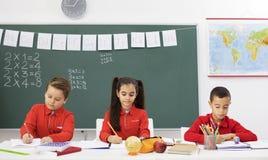 Bambini felici nel codice categoria Immagini Stock Libere da Diritti