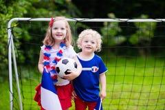 Bambini felici, sostenitori francesi di calcio Fotografie Stock