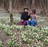 Bambini in fiocchi di neve di fioritura Fotografie Stock