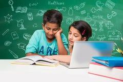Bambini indiani e scienza Fotografie Stock