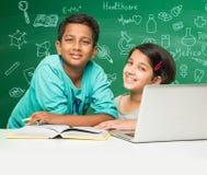 Bambini indiani e scienza Immagini Stock Libere da Diritti