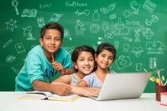 Bambini indiani e scienza Fotografia Stock