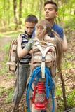 Bambini infelici persi nel legno Fotografia Stock Libera da Diritti