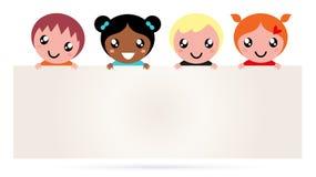 Bambini multiculturali che tengono il segno in bianco della bandiera Fotografie Stock