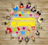Bambini multietnici con di nuovo al concetto della scuola Immagine Stock Libera da Diritti