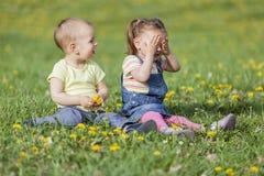 Bambini nel campo Immagini Stock Libere da Diritti