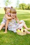 Bambini nel giardino fotografie stock libere da diritti