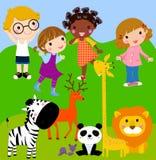 Bambini nel giardino zoologico Fotografie Stock Libere da Diritti