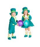 Bambini nel leprechaun dei costumi, il giorno di St Patrick fotografia stock