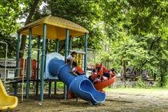 bambini nel playgruond Immagine Stock