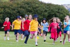Bambini nella corsa di sport Fotografie Stock