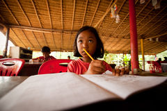 Bambini nella lezione al banco Fotografia Stock Libera da Diritti