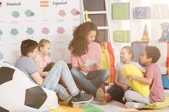 Bambini nella scuola di lingue Fotografia Stock