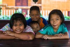 Bambini sconosciuti locali dal villaggio sopra nel distretto di canzone di Klong Immagine Stock Libera da Diritti