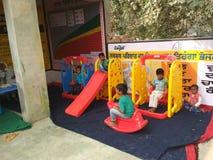 Bambini a scuola del gioco di aanganwadi Fotografia Stock Libera da Diritti