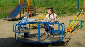 Bambini su un campo da gioco per bambini Immagine Stock Libera da Diritti