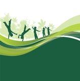 Bambini su una regolazione del terreno boscoso Immagini Stock Libere da Diritti