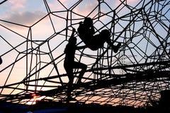 Bambini sul blocco per grafici di scalata Immagine Stock Libera da Diritti