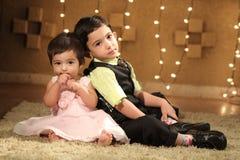 Bambini sul pavimento Fotografia Stock
