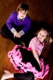 Bambini sul pavimento della sala da ballo Fotografia Stock