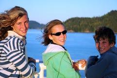 Bambini sul traghetto immagini stock libere da diritti