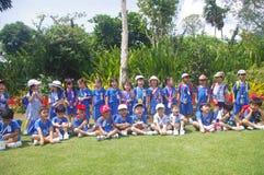 Bambini sul viaggio di scuola locale Fotografia Stock