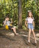 Bambini sull'insieme dell'oscillazione. Fotografie Stock Libere da Diritti