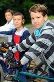 Bambini sulle biciclette Immagini Stock Libere da Diritti