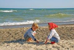 Bambini sulle rive del lago Michigan, Indiana, U.S.A. Fotografia Stock Libera da Diritti