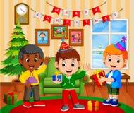 Bambini svegli nel salone durante il natale illustrazione vettoriale
