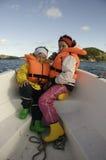 Bambini in una barca di galleggiamento Immagine Stock Libera da Diritti