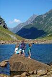 Bambini in vacanza in Norvegia immagini stock