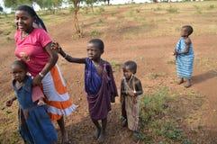 Bambini in villaggio tanzaniano Fotografia Stock