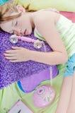 Bambino addormentato durante la chiamata Fotografia Stock
