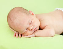 Bambino adorabile che dorme sullo stomaco Fotografia Stock