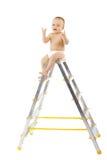 Bambino adorabile che si siede in cima allo stepladder Fotografia Stock Libera da Diritti