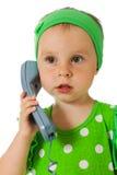 Bambino adorabile con il microtelefono del telefono fotografia stock libera da diritti