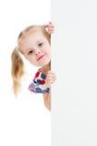 Bambino con l'insegna in bianco di pubblicità Fotografia Stock