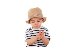 Bambino adorabile nove mesi con lo sguardo di estate Immagine Stock